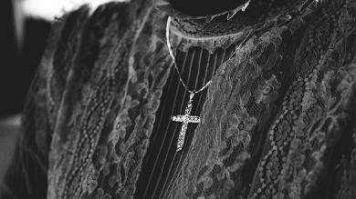 Biżuteria sakralna w modzie codziennej