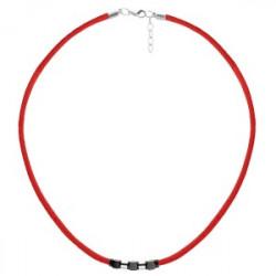 Czerwony naszyjnik symbol szczęścia