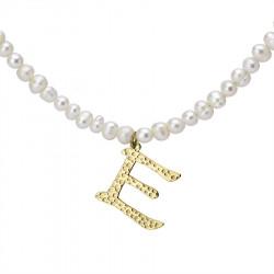 Naszyjnik z literką E z perłami, pozłacany