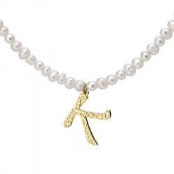 Naszyjnik z literką K z perłami, pozłacany